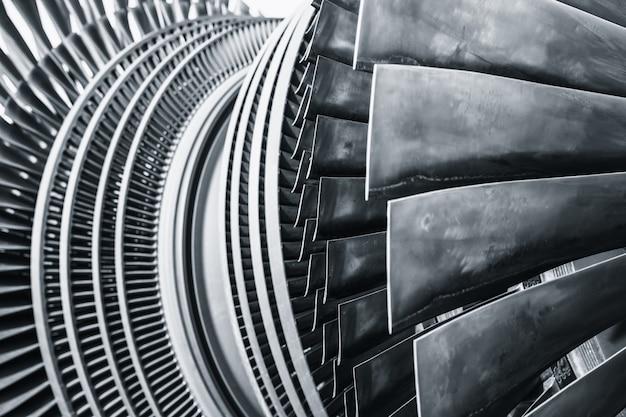 Zastosowanie metalowych łopat turbiny parowej w elektrowni lub silniku odrzutowym