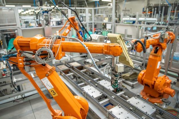 Zastosowanie ramion robotów w inteligentnych fabrykach przemysłowych
