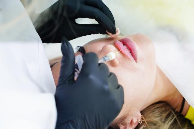 Zastrzyki ust korekta dolnej wargi forma wtrysku beauty spa odmładzanie twarzy ...