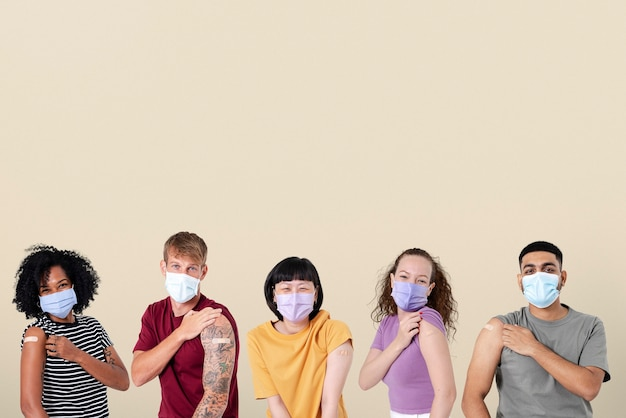 Zaszczepione różne osoby prezentujące ramię