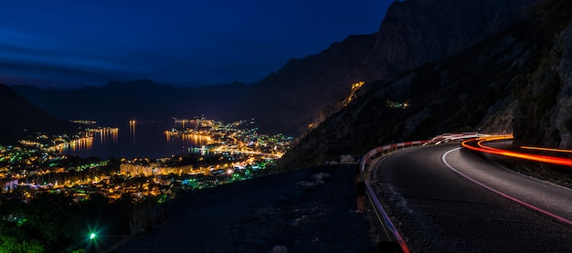 Zatoka kotorska w nocy