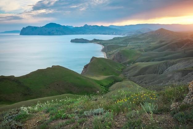 Zatoka wiosna morze. widok z góry. kompozycja natury.