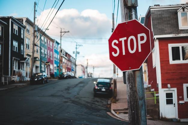 Zatrzymaj oznakowanie drogowe