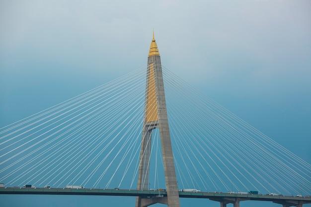 Zawieszenie mostu widokowego o nazwie