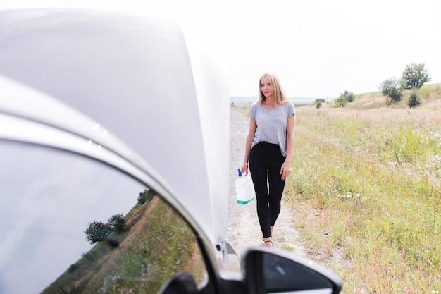 Zawodnik bez szans kobieta na drodze
