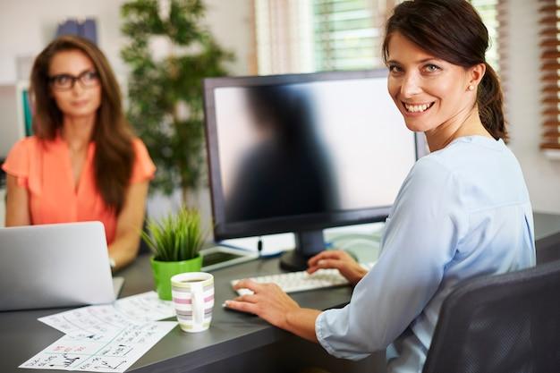 Zawsze pracujemy razem w biurze