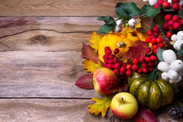 Zbierać tło z kaboszem, jagodą, zielenią i żółtym
