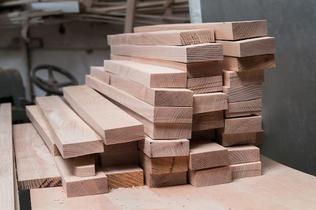 Zbiór drewna w warsztacie