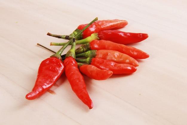 Zbiór ostrych czerwonych papryczek chilli