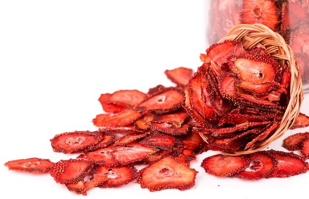 Zbiór owoców do wykorzystania w przyszłości suszone jagody truskawkowe