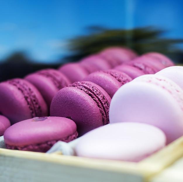 Zbiór różnych francuskie ciasteczka makaroniki