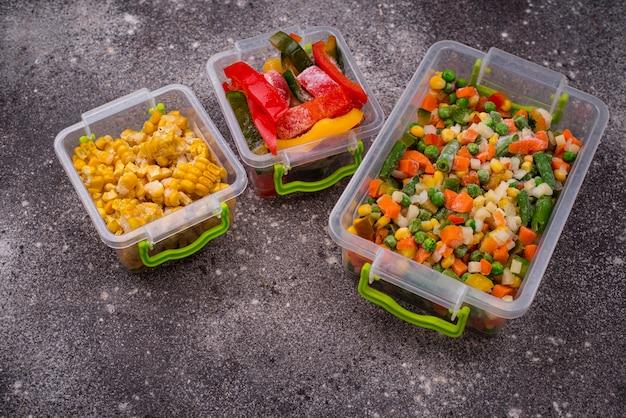 Zbiór różnych mrożonych warzyw