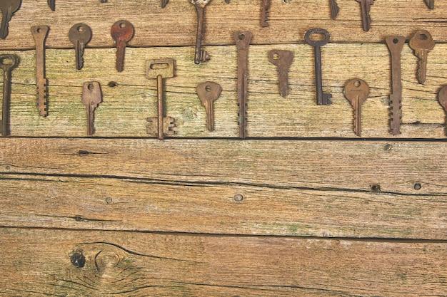 Zbiór wielu różnych starych kluczy retro