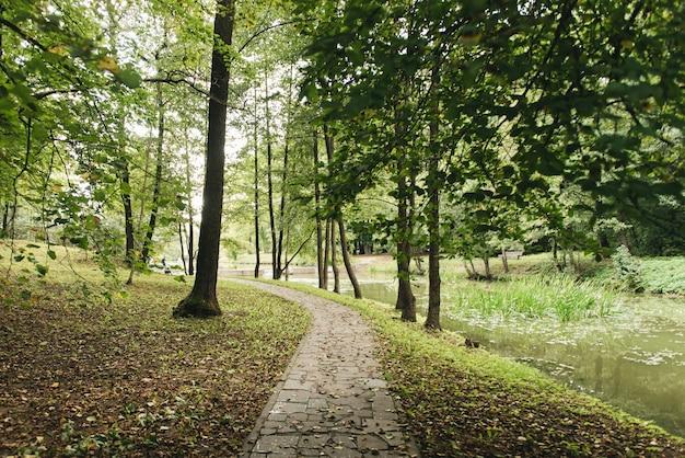 Zbiornik drozdy to zbiornik położony na północno-zachodnich obrzeżach mińska, nad rzeką svisloch. jest częścią systemu wodnego wilejka-mińsk.