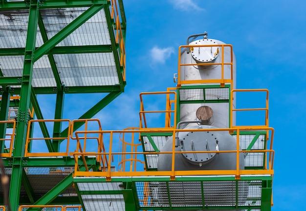 Zbiornik stalowy odpowietrznika w elektrowni