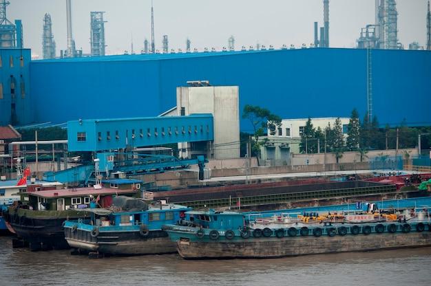 Zbiornik statki przy handlowym dokiem, jangcy, szanghaj, chiny