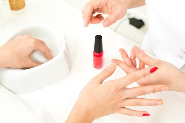 Zbli? enie procesu manicure