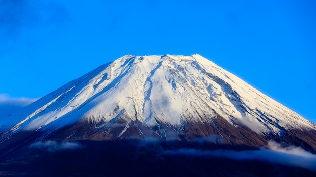 Zbliżenia fuji halny fujisan wulkan i niebieskiego nieba halny piękny tło