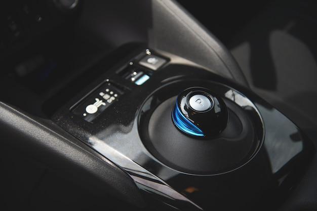 Zbliżenie biegu elektryczny samochód