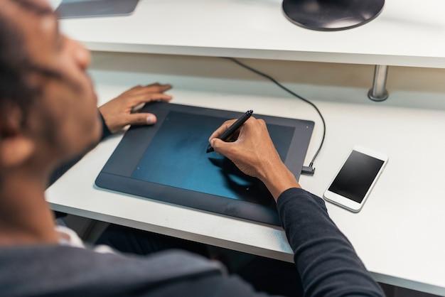 Zbliżenie biznesmen pracy w pracy biurowej.