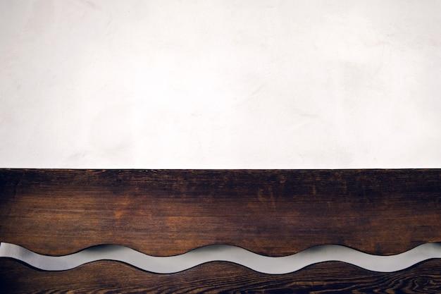 Zbliżenie brązowy drewniany blat półki ściennej
