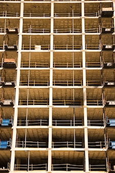 Zbliżenie budynku pod budowę