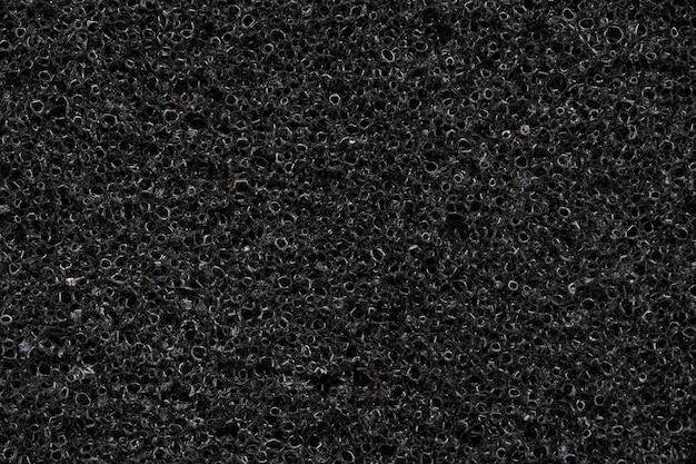Zbliżenie czarnej gąbki pochłaniającej, szczegół z pianki akustycznej.
