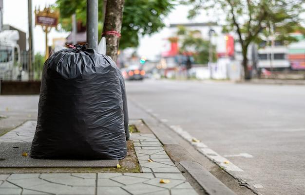 Zbliżenie czarny torba na śmiecie