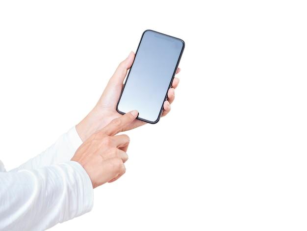 Zbliżenie dłoni kobiety dotykając wyświetlacz smartphone biały na białym tle