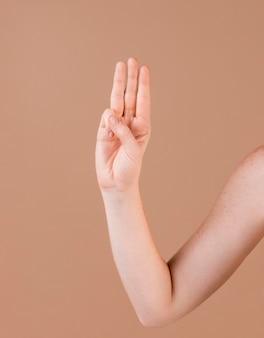 Zbliżenie dłoni nauczania języka migowego