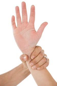 Zbliżenie dłoni trzymającej
