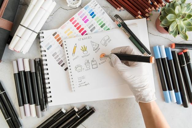 Zbliżenie dłoni z rysunku rękawiczki