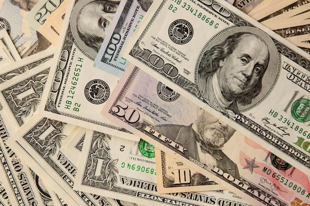 Zbliżenie dolarów.
