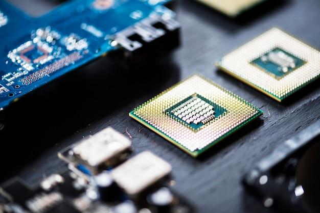 Zbliżenie elektronika składników komputerowych mikroprocesorów płyta główna