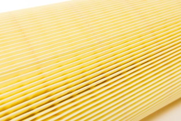 Zbliżenie filtra powietrza samochodowego, papierowa membrana do oczyszczania powietrza