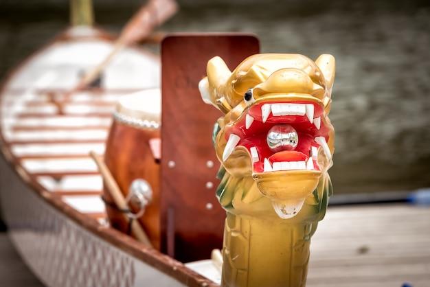 Zbliżenie głowa smoczej łodzi