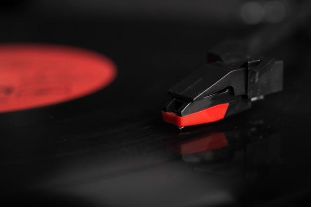 Zbliżenie igły gramofonu