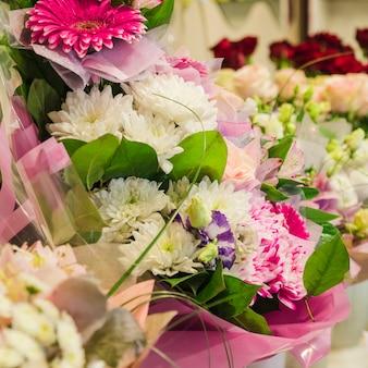 Zbliżenie kolorowy bukiet kwiatów