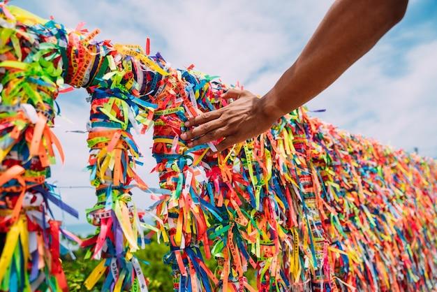 Zbliżenie kolorowych wstążek w arraial d'ajuda, bahia, brazylia