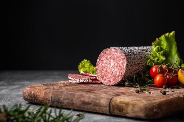 Zbliżenie koncepcji pysznego salami