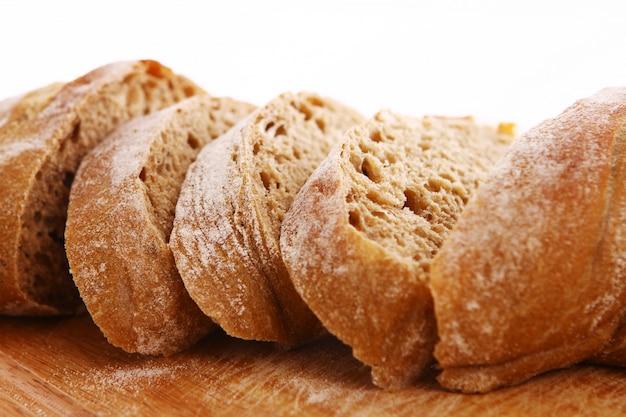 Zbliżenie krojonego chleba