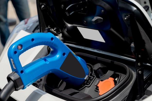 Zbliżenie ładowarki bateria dla elektrycznego samochodu