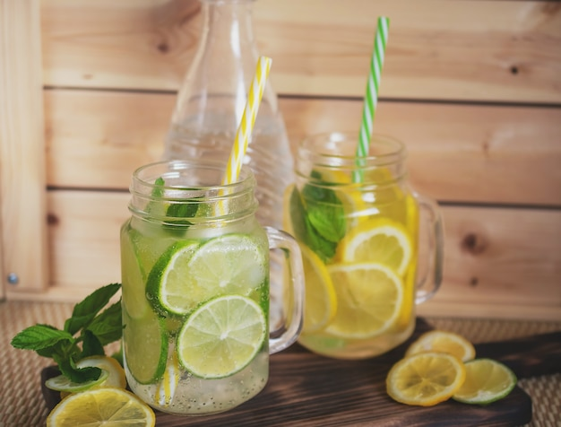 Zbliżenie limoncello w szklance