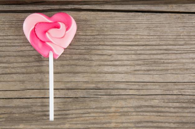 Zbliżenie: lizak w kształcie różowego serca