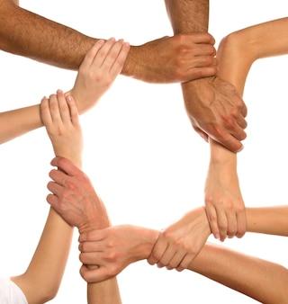Zbliżenie ludzkich rąk pokazujących jedność