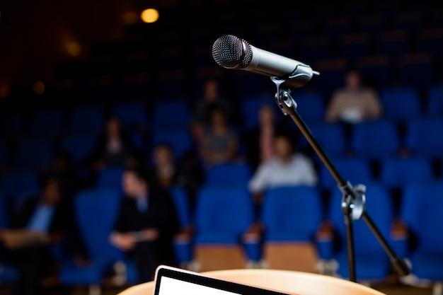 Zbliżenie mikrofonu