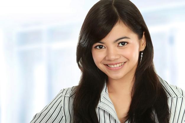 Zbliżenie młoda biznesowa kobieta
