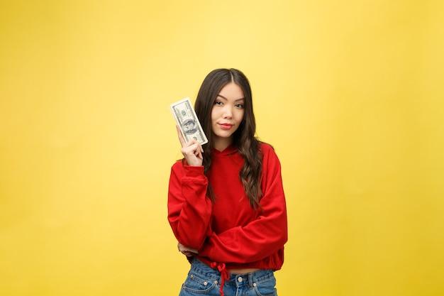 Zbliżenie młoda piękna kobieta z dolara w ręku