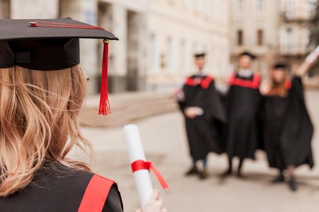 Zbliżenie młodych studentów
