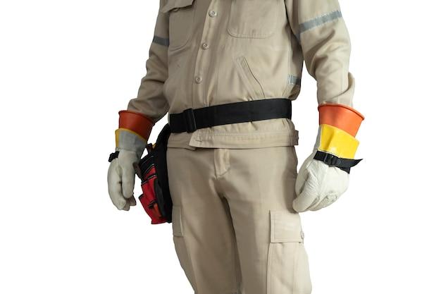 Zbliżenie mundur elektryka z paskiem narzędziowym na białym tle